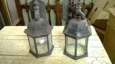 14K10200 PAIR OF OUTDOOR SCONCES.jpg