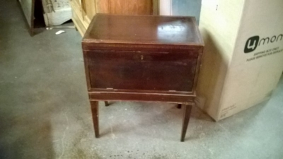 14K10452 MAHOGANY BOX ON STAND.jpg