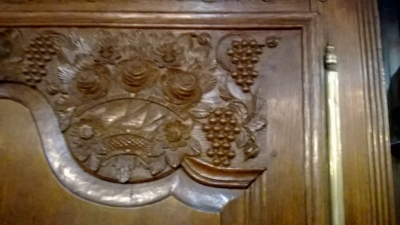 GRP-CARVED FRENCH OAK ARMOIRE (2).jpg