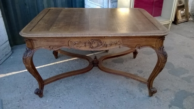 14K190 CARVED LOUIS XV TABLE WITH STRETCHER (1).jpg