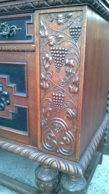 14K19039  CARVED GRAPES OAK FRENCH SIDEBOARD WITH MASK DOORS (2).jpg