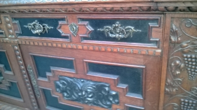 14K19039 CARVED GRAPES OAK FRENCH SIDEBOARD WITH MASK DOORS (4).jpg