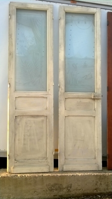 14K190 PAIR OF TALL WHITE DOORS WITH ETCHED GLASS PANES (1).jpg