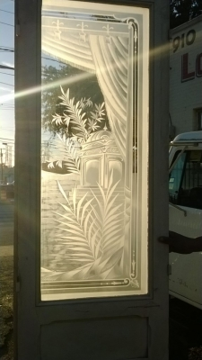 14K190 PAIR OF TALL WHITE DOORS WITH ETCHED GLASS PANES (2).jpg