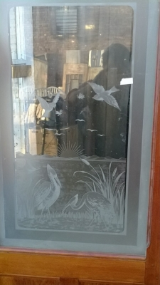 14K190 SET OF THE TALL DOORS WITH  ETCHED GLASS BIRDS AND TOP LIGHTS (2).jpg