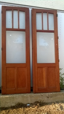 14K190 SET OF THE TALL DOORS WITH  ETCHED GLASS BIRDS AND TOP LIGHTS (4).jpg