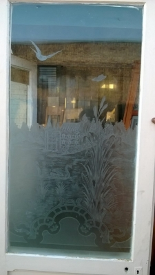 14K190 PAIR OF SMALL ETCHED GLASS DOORS (2).jpg