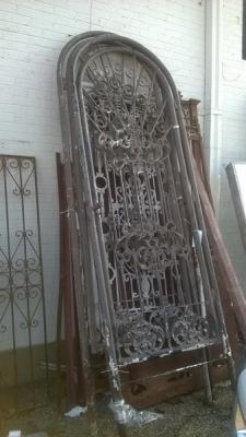 14K28073  TALL ARCH NARROW GATE.jpg