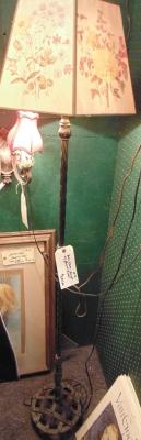 02 CAST IRON FLOOR LAMP (1)