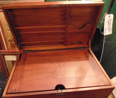 02 MAHOGANY FITTED BOX NOT VERY OLD BUT VERY NICE (1)