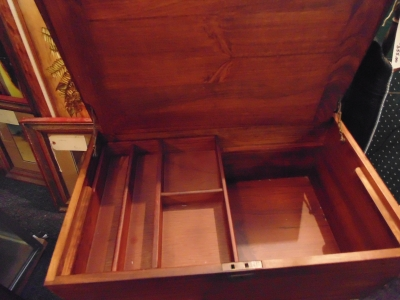 02 MAHOGANY FITTED BOX NOT VERY OLD BUT VERY NICE (2)