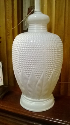 14L08001 WHITE CERAMIC LAMP.jpg
