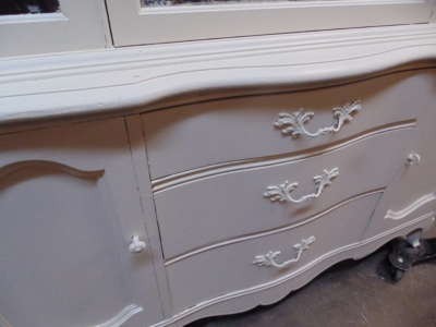 123 WHITE CHINA CABINET DETAIL