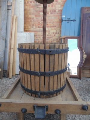 14b15001 LARGE WINE PRESS VERY UNUSUAL (3)