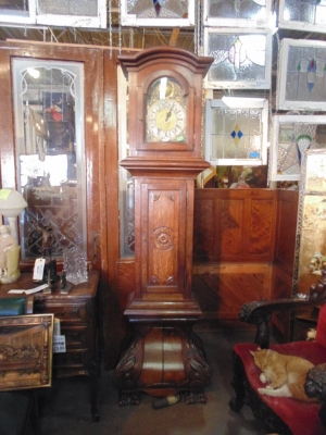 14B15056 LARGE OAK BOMBE GRANDFATHER CLOCK  (3)
