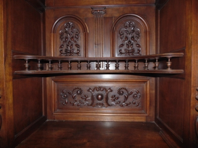 14C10202 LARGE CARVED HUNTCABINET  (1)