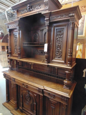 14C10202 LARGE CARVED HUNTCABINET  (2)