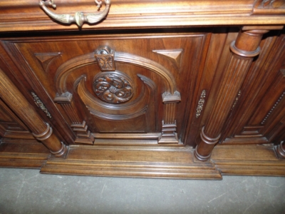 14C10202 LARGE CARVED HUNTCABINET  (4)