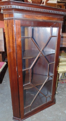 14D14100 CHIPPENDALE MAHOGANY WALL CORNER CABINET