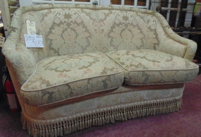 13I01014 SMALL LOVESEAT  $299.00