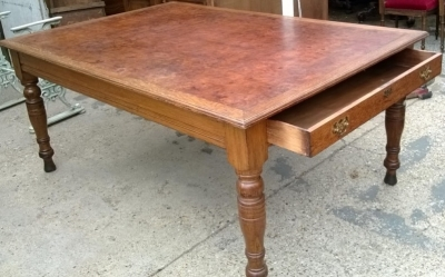 14F06009 LARGE BRITTISH BURLED TOP TABLE WITH DRAWERS (1).jpg