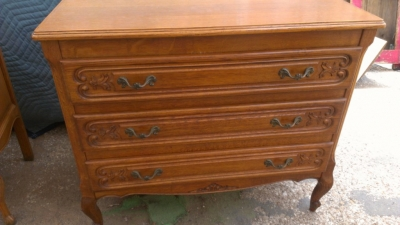14G27 3 DRAWER COUNTRY FRENCH CHEST OF DRAWERS