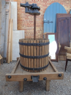 $545.00       14b15001 LARGE WINE PRESS VERY UNUSUAL (2)