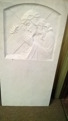 15A06112 CHRIST BEARING CROSS CARVED IN CARRARA MARBLE .jpg