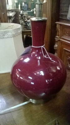 14L3002 MAROON GLASS LAMP.jpg