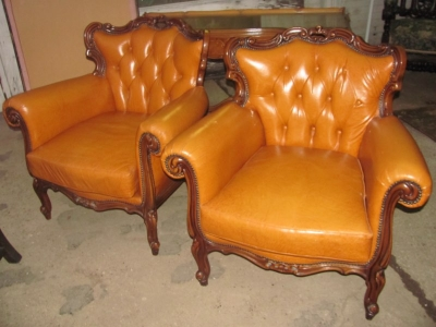 15A12109 PAIR OF LOUIS XV LEATHER CHAIRS (1).JPG