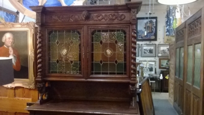 15A12119 BARLEY TWIST HUNTBOARD WITH STAINED GLASS WINDOWS (6).jpg