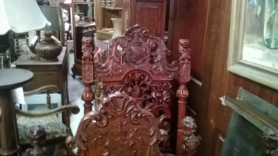 15A12125 SET OF 6 COAT OF ARMS CHAIRS (7).jpg