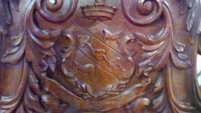 15A12125 SET OF 6 COAT OF ARMS CHAIRS (10).jpg