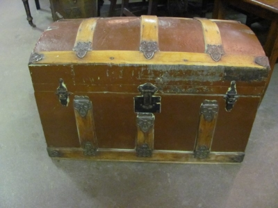 NICE DOMED TRAVEL TRUNK.JPG
