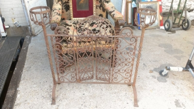 15A23507 IRON FIRE SCREEN WITH PLANT HOLDERS (2).jpg