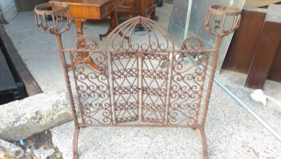 15A23507 IRON FIRE SCREEN WITH PLANT HOLDERS (4).jpg