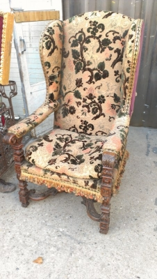 15A23509 LARGE WELL CARVED FRENCH KINGS WING BACK CHAIR (3).jpg