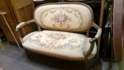 15A23518 LOUIS XVI FLORAL EMBROIDERY SETTEE (2).jpg