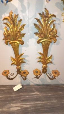 15A25526 PAIR OF GILT WOOD ITALIAN SCONCES.jpg