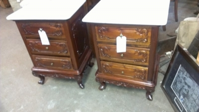 36-85035 PAIR OF MARBLE TOP MAHOGANY NIGHTSTANDS (1).jpg