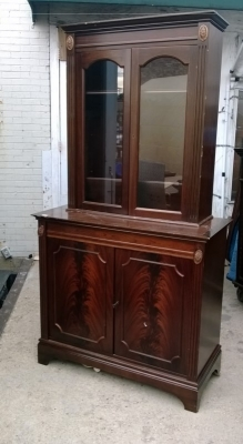 15A23 ENGLISH MAHOGANY BOOKCASE  OR CHINA CABINET (1).jpg