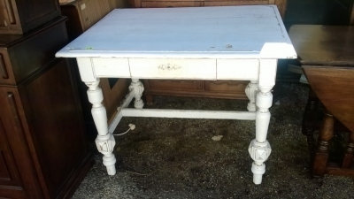 15A23 PAINTED TURNED LEG TABLE  (1).jpg