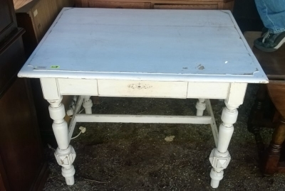15A23 PAINTED TURNED LEG TABLE  (2).jpg