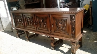 15A23 SPANISH FIGURAL CARVED SIDEBOARD (1).jpg