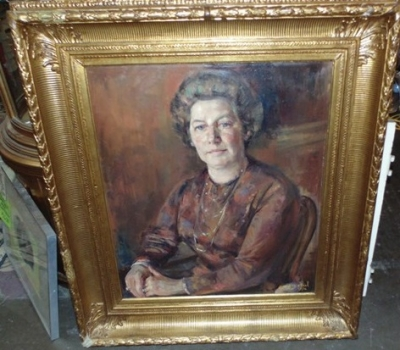 36 LARGE PORTRAIT PAINTING OF LADY IN GOLD FRAME