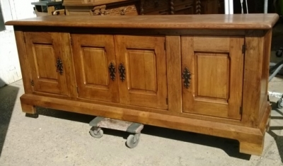 15B06034 LARGE RUSTIC OAK SIDEBOARD (1).jpg