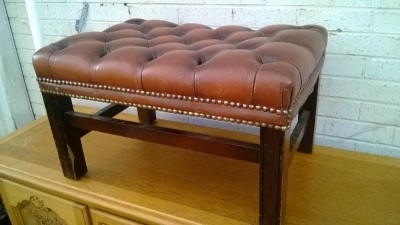 15B06042 CHESTERFIELD TUFFTED STOOL (2).jpg