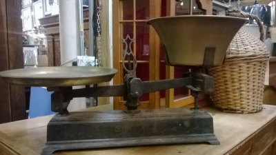 15B06044 SCALES WITH BRASS PAN.jpg