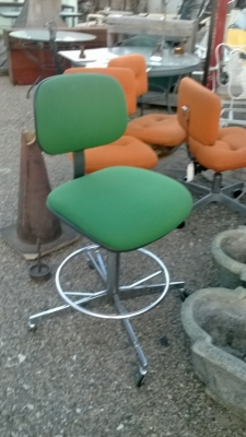 GREEN OFFICE CHAIR.jpg