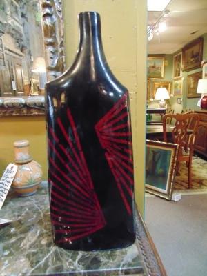 14B24559 RED AND BLACK VASE BOTTLE  $5.00